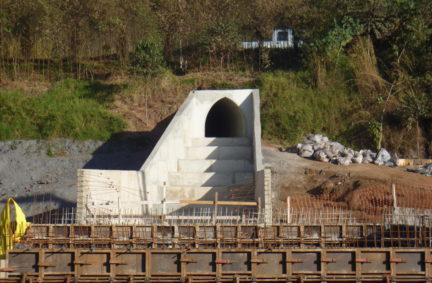 Execução de Túnel Bala seção 1,60m x 1,64m, Ala de Entrada e Caixa de Ligação. Cliente: Vale Mina de Fábrica