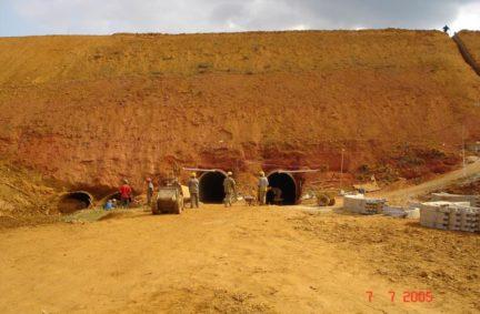 Execução de Túnel Bala duplo seção 2,20m x 2,40m, para substituição de bueiro danificado sob BR 381 – Km 209, Belo Oriente – MG Cliente: DNIT