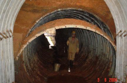 Bueiro metálico danificado e corroido a ser substituído pelo Túnel Bala, em Goiânia – GO Cliente: FCA